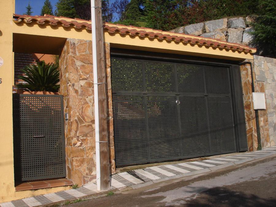 Modelos de puertas de garaje finest with modelos de for Modelos de puertas de garaje