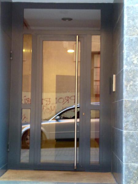 Puertas de casas y comunidades de vecinos de hierro forja for Puertas para casas precios